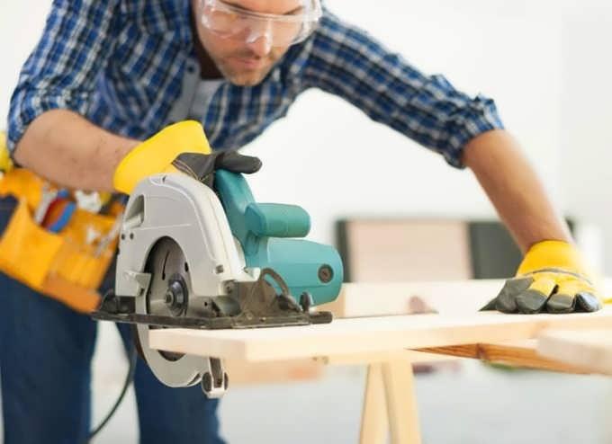 بریدن چوب با ابزارآلات